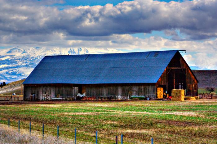14) Blue-roofed barn in Ashland, Oregon