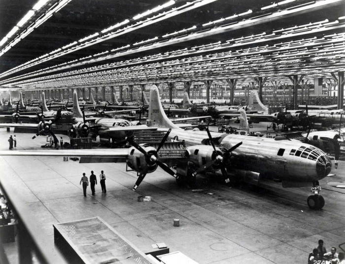 11.) In 1919, the first airplane factory in Kansas was built in Wichita, which became one of the nation's top plane manufacturing cities.