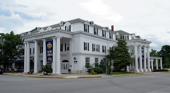 8 Boone Tavern Inn