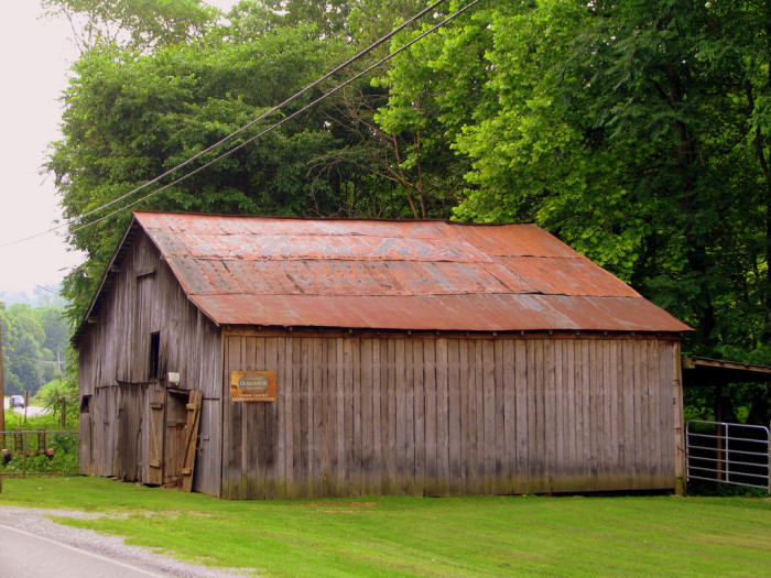 You Ll Fall In Love With These 15 Barns In Tennessee