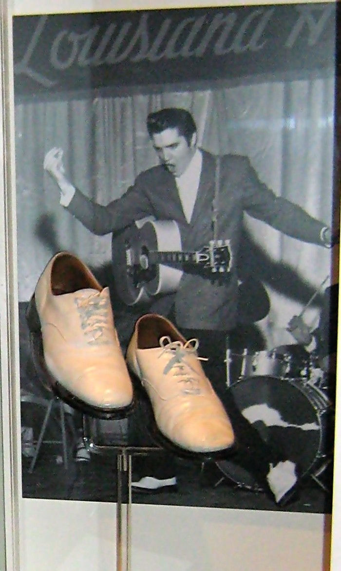 1) The Louisiana Hayride stage show and broadcast helped support the career of such icons as Elvis Presley, Hank Williams, and Johnny Cash.