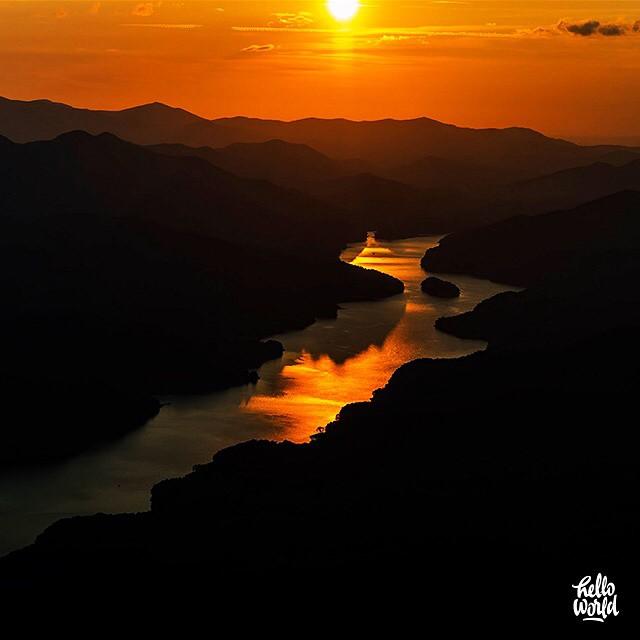 8. HelloWorld GoogleMaps captured this breathtaking sunset over Fontana Lake.