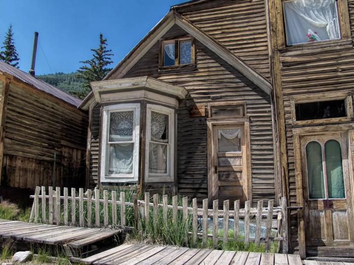 House_with_bay_window,_Main_Street,_St._Elmo,_Colorado