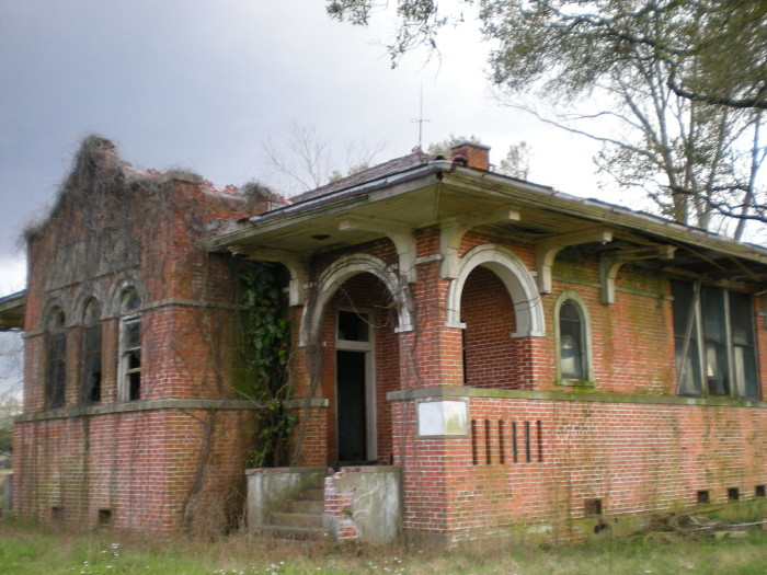 Gas Stations Near Me >> 10 Abandoned Buildings in Louisiana You Just Have To See!