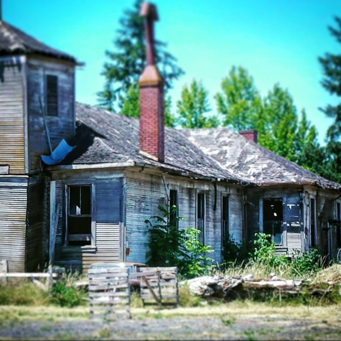 10) Abandoned house in Kinton