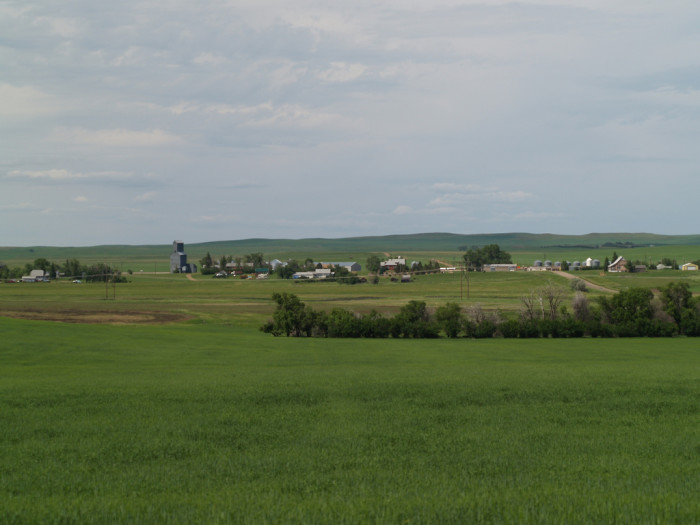 5. FARMLAND: Farms and ranches make up most of North Dakota's land area.