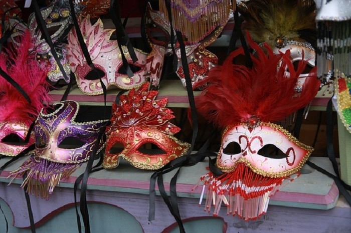 5. In Elko, everyone walking the streets must wear a mask.