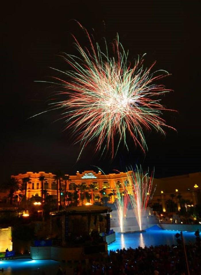 12. Fourth of July Fireworks at Mandalay Bay Beach - Las Vegas