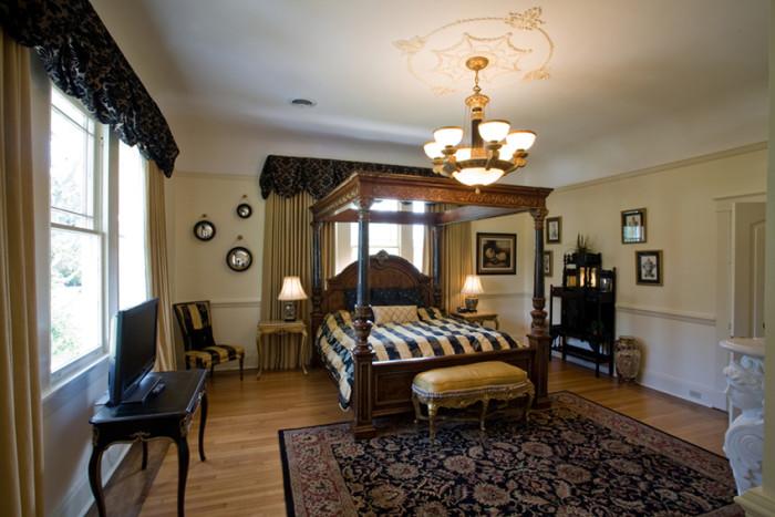 Oak Crest Mansion 2