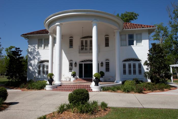 3. Oak Crest Mansion Inn in Pass Christian, MS