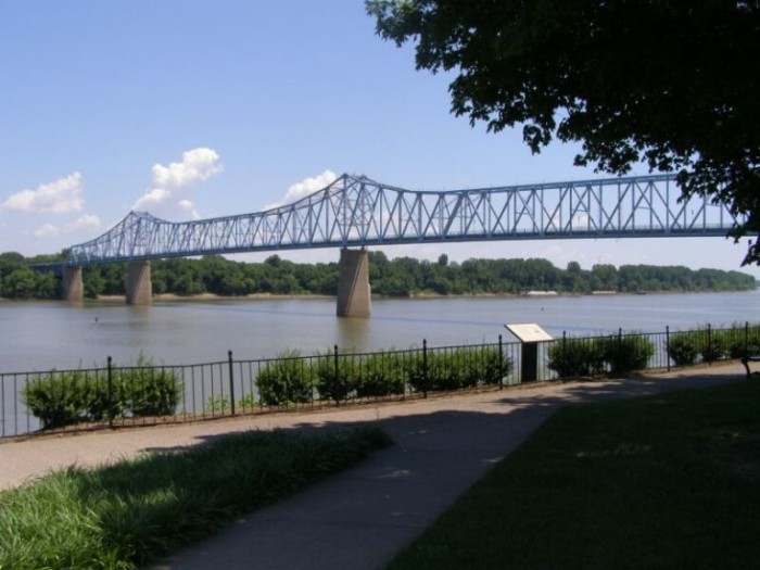 10 Perfect Places For The First Kiss In Kentucky