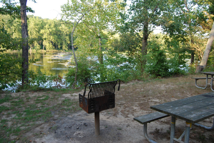 Shen River State Park table