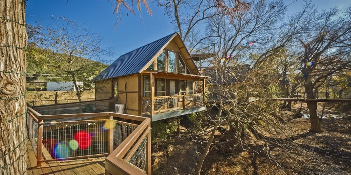 1) River Road Treehouses (New Braunfels)