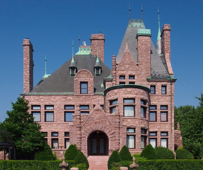 14 The Van Dusen Mansion in Minneapolis is a wonderful mix of Richardsonian Romanesque and French Renaissance.