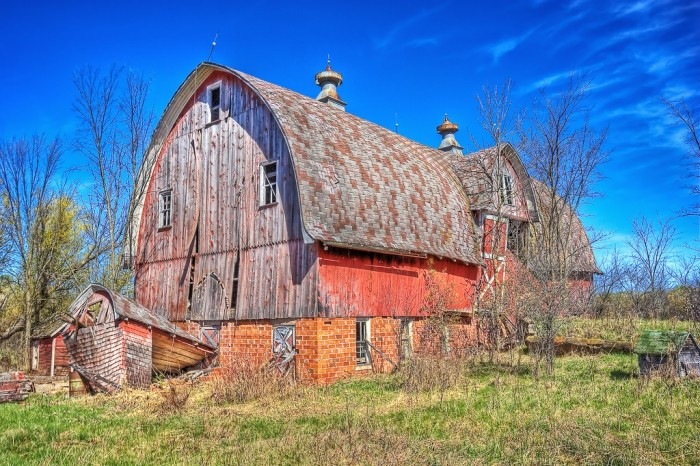 2. This shot of an old red barn is set against a beautiful blue backdrop in Oulu.