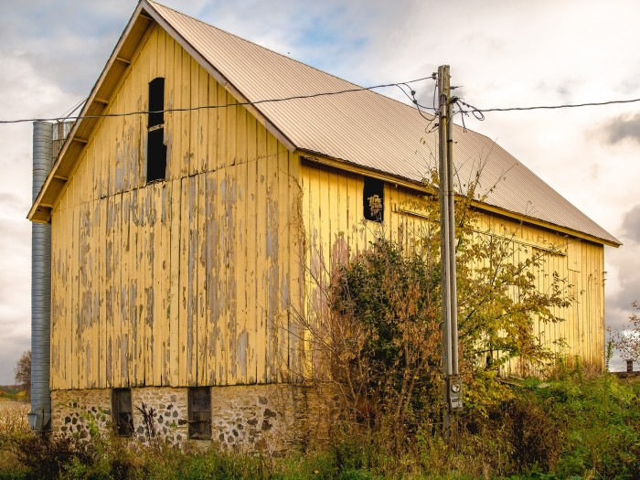 6. I absolutely love this delightful yellow barn that is somewhere in Wisconsin. Do you know where this is?