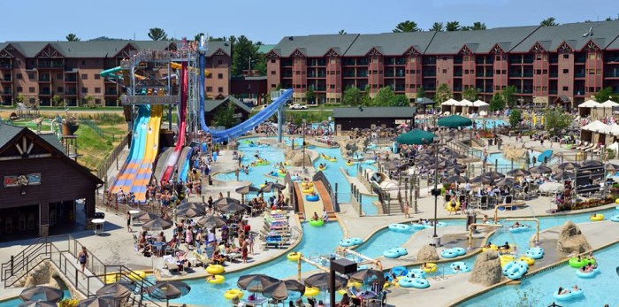 These 10 Water Parks In Wisconsin Are Pure Bliss