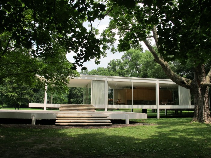 2. Farnsworth House (Plano) is a great place to visit for architecture buffs.