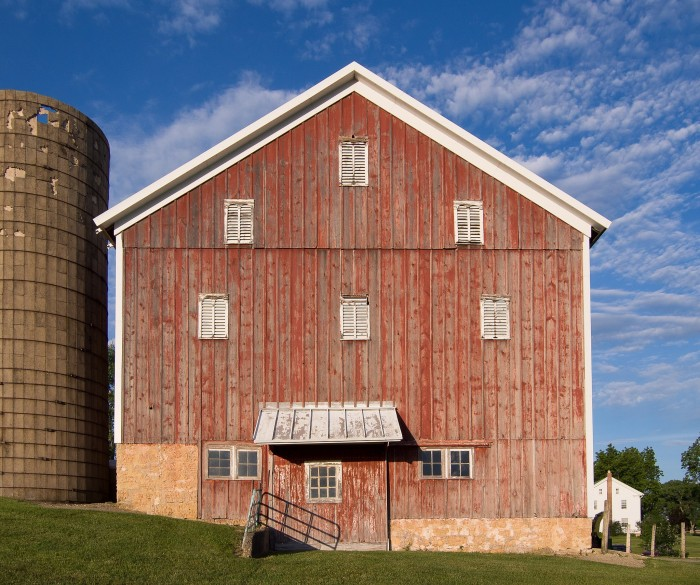2. Don't know where in Illinois this barn is, but love how it's set against the clouds.