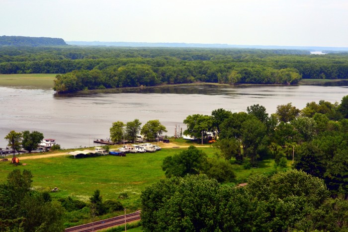 14. The Mississippi Palisades State Park (Savanna) is one of the best state parks in Illinois.
