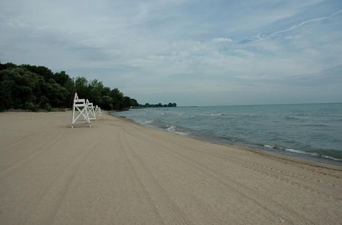 2. Lighthouse Beach (Evanston)
