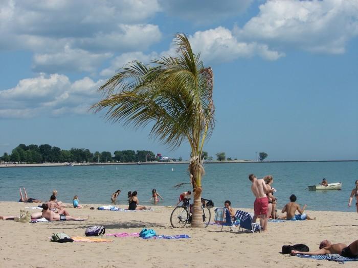 3. Oak Street Beach (Chicago)