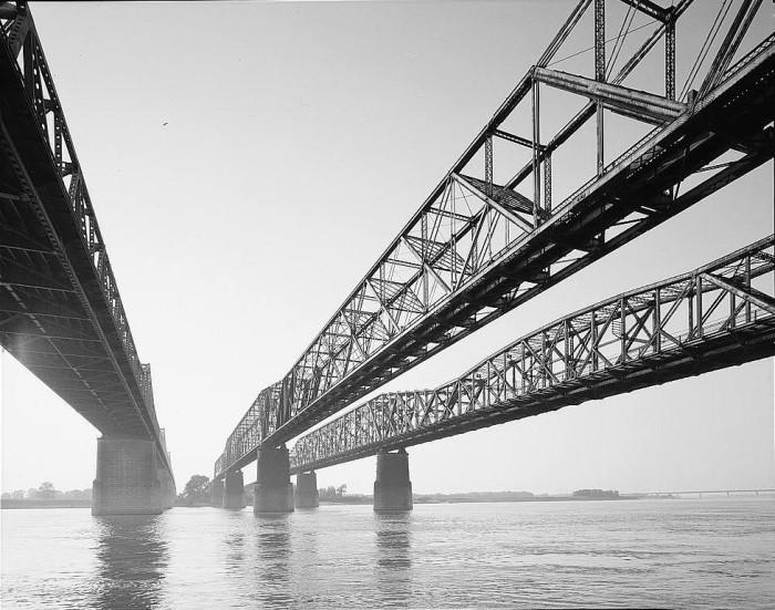 6. Memphis and Arkansas Bridge: This bridge carries  Interstate 55 across the Mississippi River between West Memphis, Arkansas and Memphis, Tennessee.