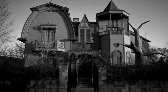 8) The Munster Mansion (Waxahachie)