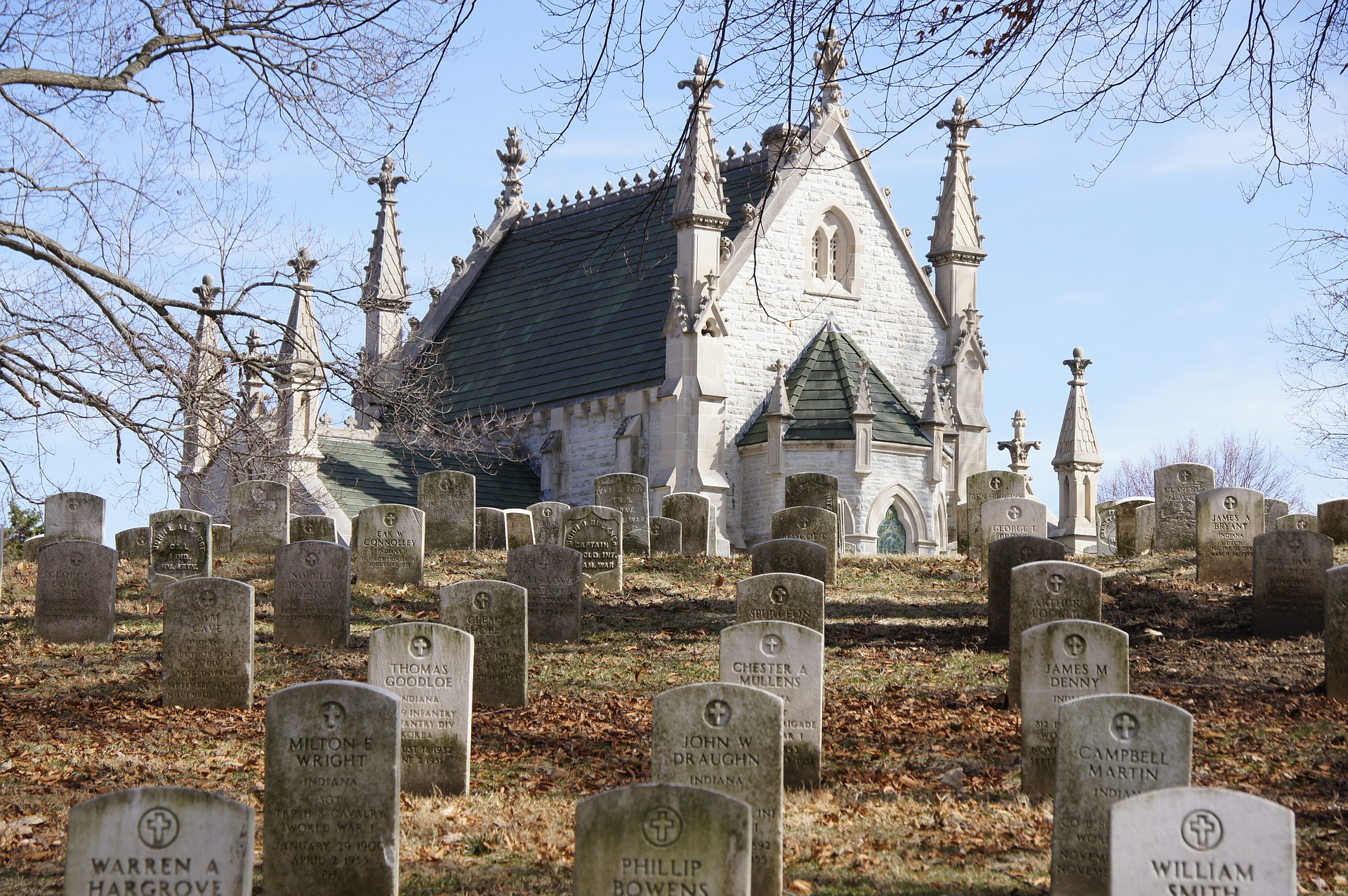 9 Disturbing Cemeteries In Indiana That Will Give You