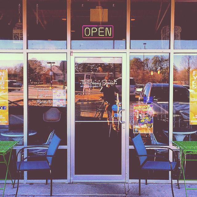 8. The Dreamy Spoon: This frozen yogurt shop in Maumelle, Arkansas has treats and milkshakes to satisfy all tastes.