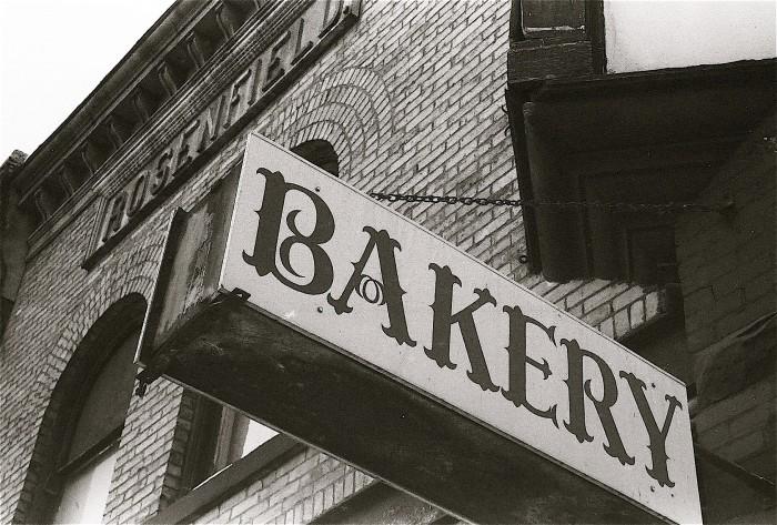 hinkley bakery outside