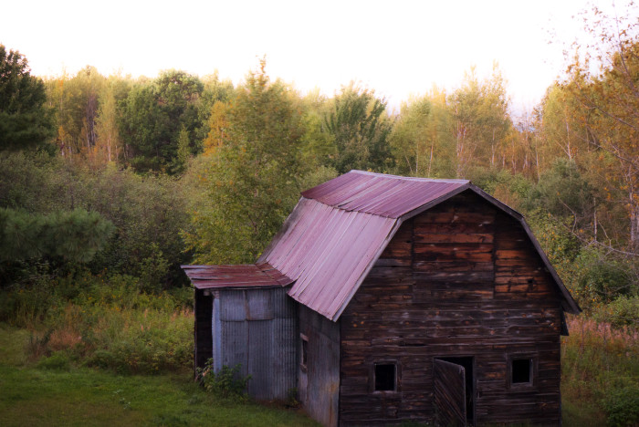 2 This beautiful barn is an array of color.