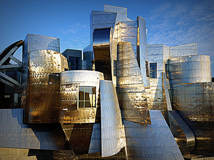 8 The Weisman Art Museum at the University of Minnesota designed by Frank Gehry is a dazzling masterpiece.