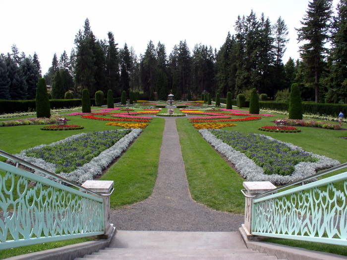 11. Soak up the summer heat at the dazzling Manito Park and Botanical Gardens in Spokane!