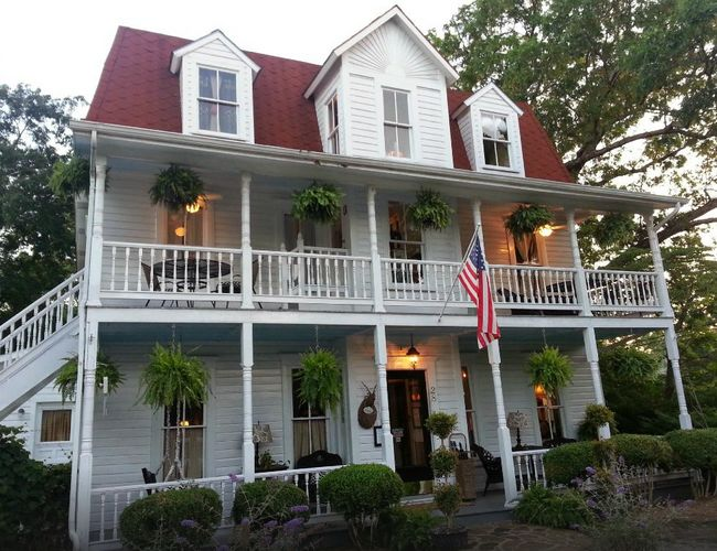 3. Mount Victoria Bed and Breakfast: Having the proud distinction of Eureka Springs's most awarded bed and breakfast, Mount Victioria is an elegantly restored 1902 Colonial Revival located on the prestigious Historic Loop.