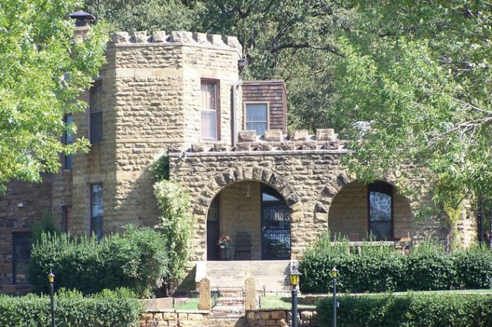 2.) Reynolds Castle- Cameron, OK: Also known as Captain's Castle to the locals, is a private residence built in the late 1800's.  Captain Reynold's built it for his wife and apparently it has quite a love story behind it.