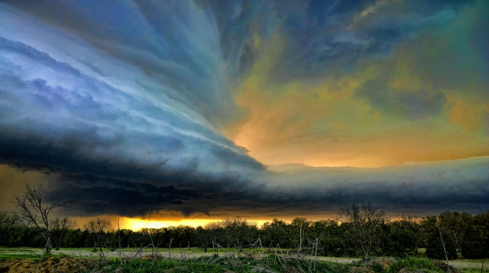 8.) Exciting Weather- Thunderstorms roll in and we grab a lawn chair, a beer and a camera and go outside to watch it roll by.