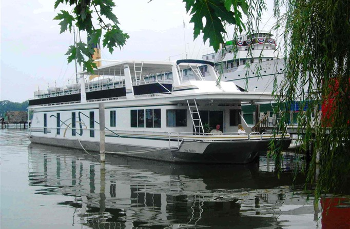 7) Sea Suites Boat and Breakfast, Saugatuck