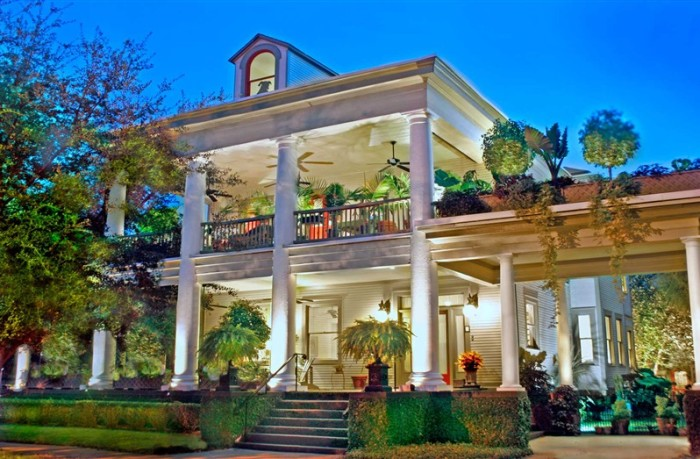 16) The Galloway House Bed & Breakfast- 107 East 35th St., Savannah, GA 31401