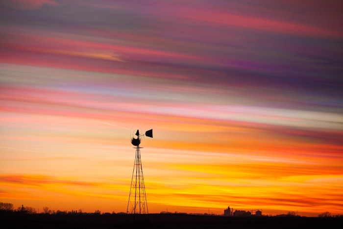 12. This dazzling shot of an Iowa sunset is so perfect and vivid, it could be a painting.