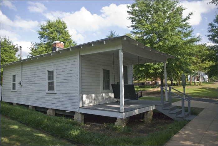 15. Elvis Presley Birthplace and Statues, Tupelo