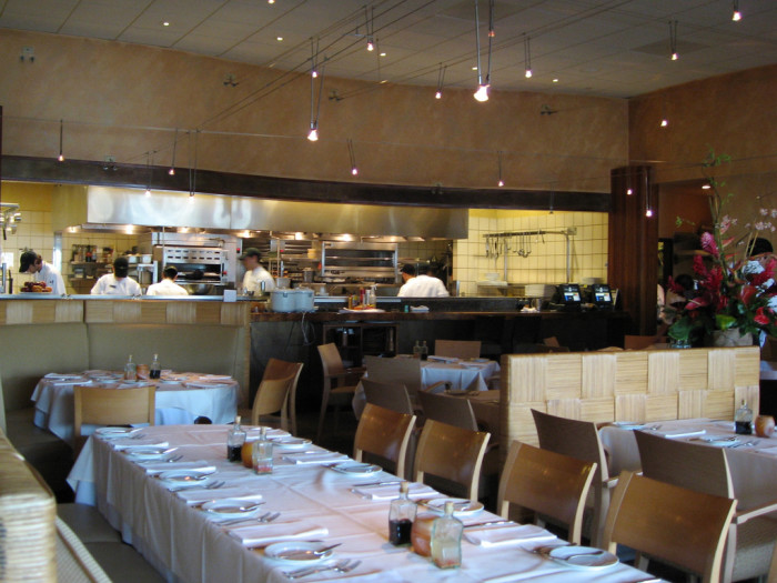 2) Alan Wong's, located in the heart of Honolulu, has perfected Asian-fusion cuisine.