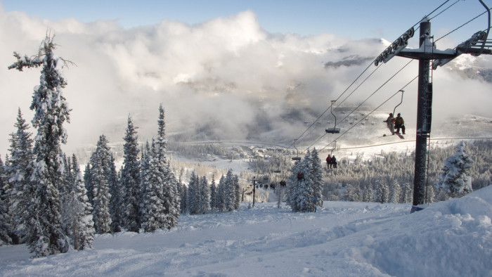 6) Everyone in Utah Skis or Snowboards