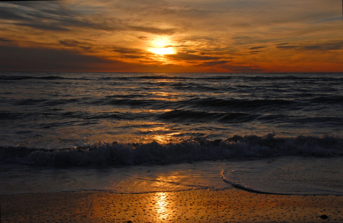 3. We could just as easily be called the Sunrise or Sunset State, because we have the most beautiful ones.