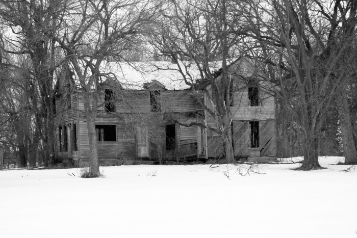 This Abandoned Farmhouse in Fremont Looks So Lonely