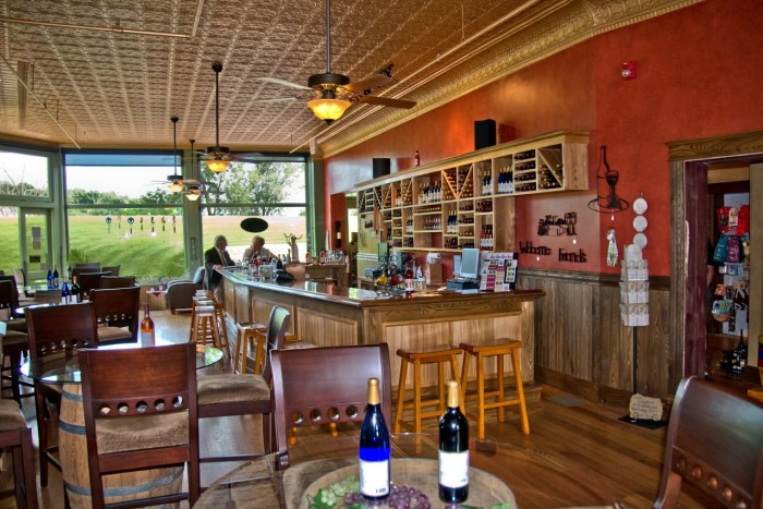 2. Stone Cliff Winery, Dubuque