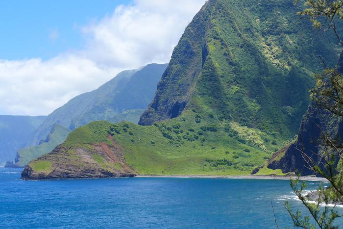 3 & 4) Mauka and Makai. Forget directions like east and west, Hawaiians use the words mauka, meaning towards the mountain and makai, meaning towards the ocean.