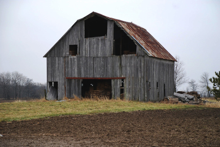 2. There is just something about pictures of old wooden barns… Beautiful!