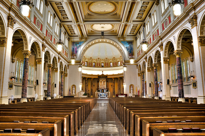 3. The interior of Holy Cross Church in Minneapolis is most definitely grand.