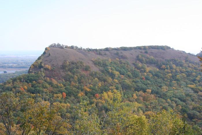 5. Great River Bluffs Park in Minnesota offers stunning hillside scenery.